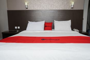 RedDoorz @Cihampelas 3 Bandung - RedDoorz Room with Breakfast Regular Plan