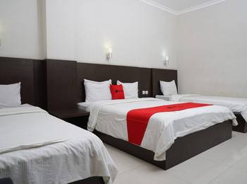 RedDoorz @Cihampelas 3 Bandung - Family Room with Breakfast Regular Plan