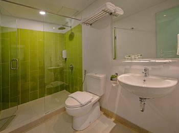Whiz Hotel Sudirman Pekanbaru - Standard Twin Room Only #WIDIH