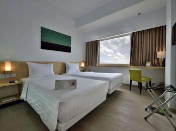 Whiz Hotel Sudirman Pekanbaru - Standard Twin Room Only Minimum Stay
