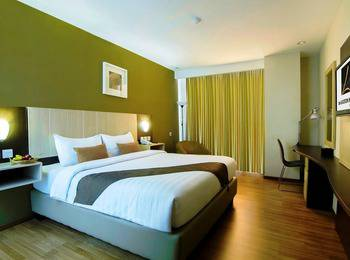 de Laxston Hotel  Yogyakarta - Deluxe King Room With  Breakfast BOOK ME NOW