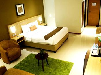 de Laxston Hotel  Yogyakarta - Suite King Room With Breakfast Regular Plan