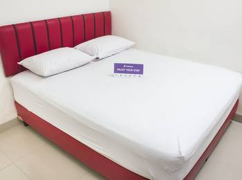 Tinggal Standard Rawamangun Pemuda 10 Jakarta - Standard Room Min Stay 3 Nights - 33%