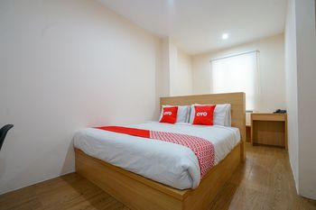 OYO 1574 U_xpress Hotel Palembang - Standard Double Room Regular Plan