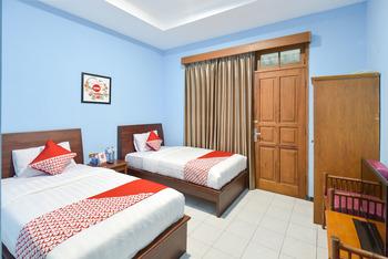 OYO 369 hotel sekar ayu Yogyakarta -  Deluxe Twin Room Regular Plan