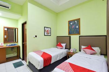 OYO 369 hotel sekar ayu Yogyakarta - Standard Twin  Room Regular Plan