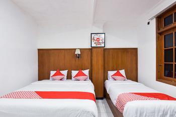 OYO 369 hotel sekar ayu Yogyakarta - Suite Triple Room Regular Plan