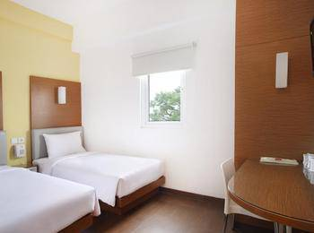Amaris Hotel Malang - Smart Room Twin Staycation Offer Room Only Regular Plan
