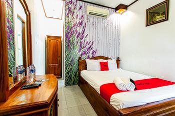 RedDoorz Plus near Taman Sari 2 Yogyakarta - RedDoorz Room 24 Hours Deal