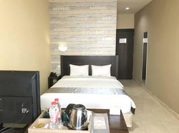 Best Skip Hotel Palembang - Superior Room with Breakfast Regular Plan
