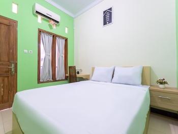 OYO Life 3003 Wisma Handayani Yogyakarta - Standard Double Room Regular Plan