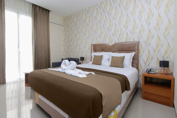 VICTORIA INN Manado - Deluxe Room With Breakfast  Regular Plan