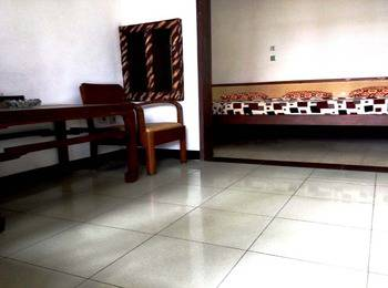 Hotel Buah Sinuan Lembang - Family Terrace Big Bed Size for 5 Persons Regular Plan