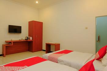 OYO 446 Hotel Kawi Surapatha Malang - Deluxe Twin Regular Plan