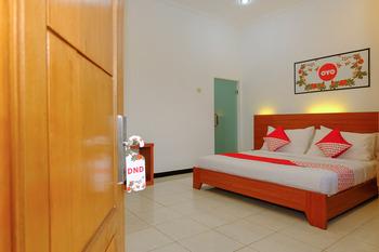 OYO 446 Hotel Kawi Surapatha Malang - Suite Double Regular Plan