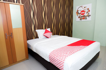 OYO 338 Guest House Omah Manahan Solo - Suite Triple Room Regular Plan