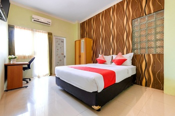 OYO 338 Guest House Omah Manahan Solo - Standard Double Room Regular Plan