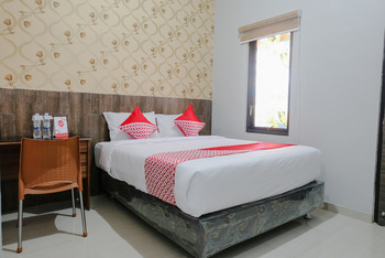 OYO 815 Double D9 Guesthouse Malang - Standard Double Room Regular Plan