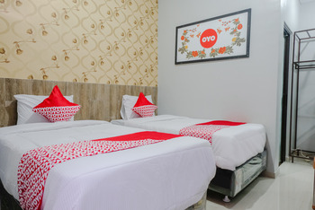 OYO 815 Double D9 Guesthouse Malang - Standard Twin Room Regular Plan