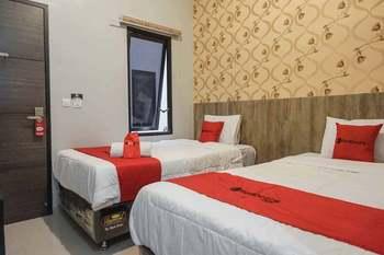 RedDoorz @ Bukit Dieng 2 Malang - RedDoorz Twin Room Last Minute Deal