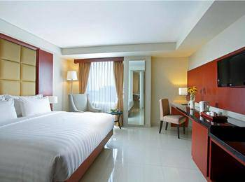 Hotel Santika Makassar - Deluxe Suite Room King Regular Plan