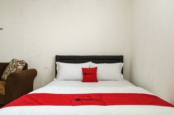 RedDoorz @ Cibogo Puncak Bogor 2 Puncak - RedDoorz Room with Breakfast Regular Plan