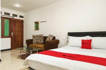 RedDoorz @ Cibogo Puncak Bogor 2 Puncak - RedDoorz Room Regular Plan