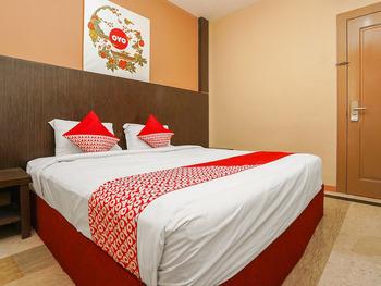 OYO 1093 Hotel Griyo Avi Surabaya - Standard Double Room Regular Plan