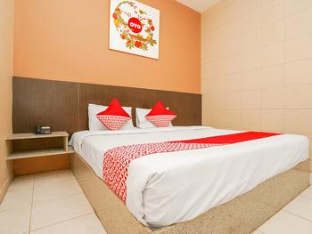 OYO 1093 Hotel Griyo Avi Surabaya - Suite Family Regular Plan