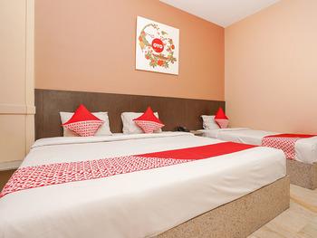 OYO 1093 Hotel Griyo Avi Surabaya - Suite Triple Regular Plan