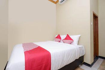 OYO 1312 Graha Wisata Hotel Sukoharjo - Standard Double Room Regular Plan