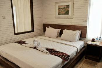 Cempaka Guest House Borobudur - Deluxe Double  basic deal