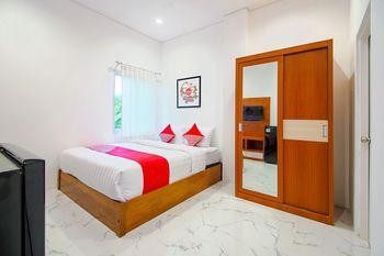 OYO 1319 88 Exclusive Guesthouse Yogyakarta - Deluxe Double Room Regular Plan
