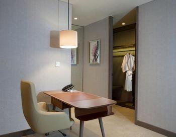 InterContinental Bandung Dago Pakar - Premium Room, 1 King Bed, Golf View (WITH DAYBED) Regular Plan
