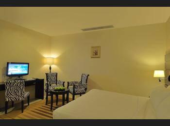 Santa Grand Hotel Bugis Singapore - Superior Double or Twin Room, Non Smoking, No Windows (Basement) Diskon: 5%
