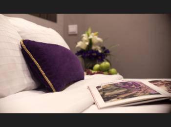 V Hotel Bencoolen - Studio Room NC Hemat 5%