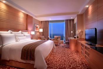 JW Marriott Medan - Deluxe Room, 1 King Bed, City View Regular Plan