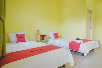 RedDoorz Syariah near Tugu Juang Jambi 2 Jambi - RedDoorz Twin Room with Breakfast Regular Plan