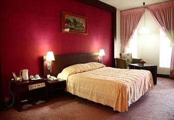 New Grand Park Surabaya - Deluxe Room Regular Plan