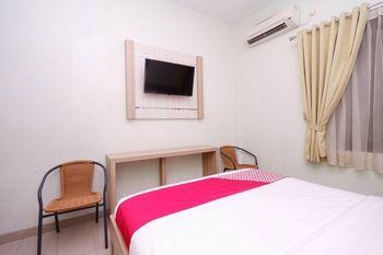 OYO 1532 Mawar Indah Hotel Solo - Deluxe Double Room Regular Plan