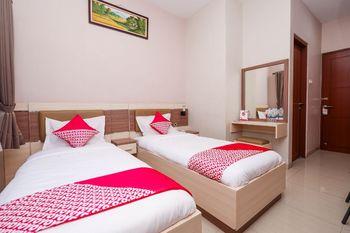 OYO 1532 Mawar Indah Hotel Solo - Deluxe Twin Room Regular Plan