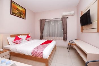 OYO 1532 Mawar Indah Hotel Solo - Suite Double Regular Plan