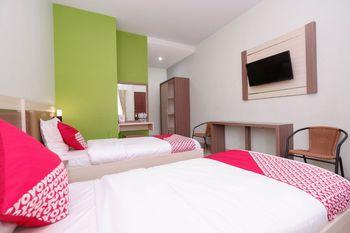 OYO 1532 Mawar Indah Hotel Solo - Suite Twin Regular Plan
