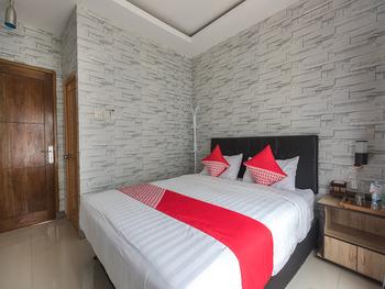 OYO 1769 Mahayun Guest House Syariah Bekasi - Deluxe Double Room Regular Plan