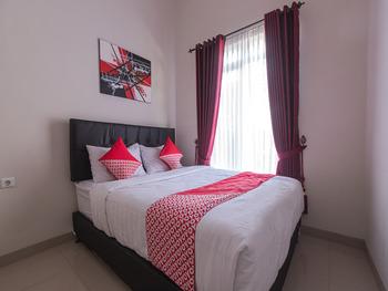 OYO 1769 Mahayun Guest House Syariah Bekasi - Suite Double Regular Plan