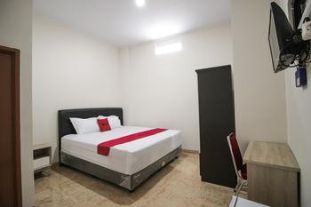 RedDoorz Syariah @ Jatinegara Jakarta - RedDoorz Premium Room Basic Deal