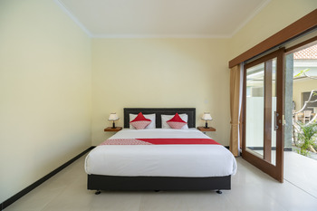 OYO 912 Pondok Garden Bali Guesthouse Bali - Deluxe Double Room Regular Plan
