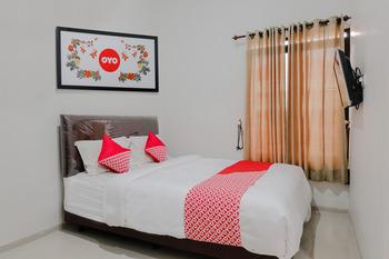 OYO 1038 Embun Pagi Syariah Residence Malang - Deluxe Double Room Regular Plan