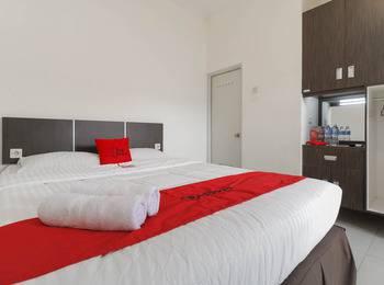 RedDoorz near Exit Tol Bogor - RedDoorz Deluxe Twin Room with Breakfast Regular Plan