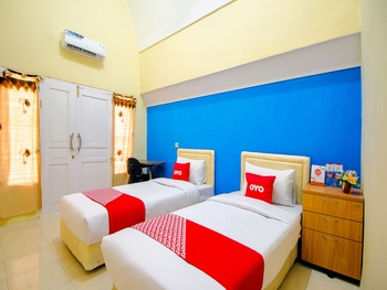 OYO 1643 Grand Monica Near Jogja International Hospital Yogyakarta - Standard Twin Room Regular Plan
